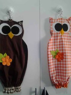 puxa saco                                                                                                                                                                                 Más Owl Crafts, Cute Crafts, Diy And Crafts, Diy Sewing Projects, Sewing Hacks, Sewing Crafts, Plastic Bag Holders, Plastic Bags, Craft Ideas