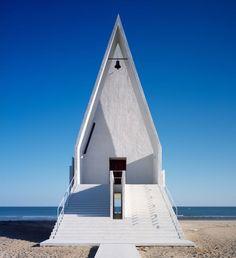 Architecture Modern design : seashore chapel by vector architects Sacred Architecture, Church Architecture, Religious Architecture, Contemporary Architecture, Interior Architecture, China Architecture, Architecture Religieuse, Modern Church, Church Design