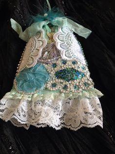 Lavender bag Marie Antoinette by buttonsandbottles on Etsy, $12.00