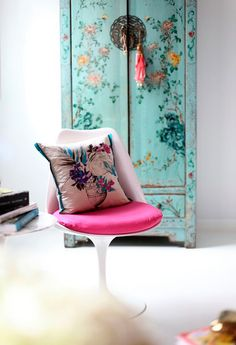 Eclectic room with chinoiserie cupboard and pink tulip chair. Home Decor Inspiration, Decor, Interior Design, House Interior, Furniture, Inspired Homes, Interior, Asian Decor, Home Decor