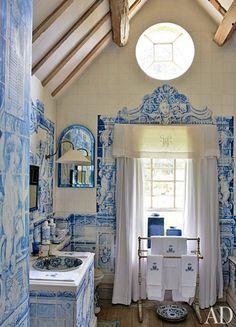 The bathroom of Anouska Hempel, vía Architectural Digest