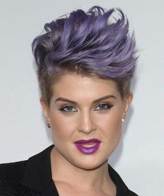 View yourself with Kelly Osbourne hairstyles and hair colors. View styling steps and see which Kelly Osbourne hairstyles suit you best. Hairstyles With Bangs, Straight Hairstyles, Pixie Hairstyles, Cool Hairstyles, Hairstyle Short, Kelly Osbourne, Sassy Hair, Hair Color Purple, Short Styles