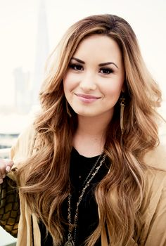 I love the Demi Lovato's hair