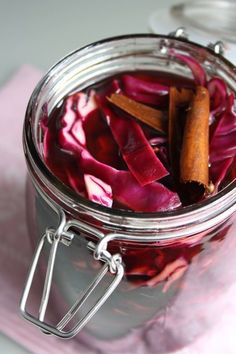 pickled red cabbage // lovely pickling spice mix and pickled onions recipe Pickeling Recipes, Onion Recipes, Canning Recipes, Savoury Recipes, Pickled Red Cabbage, Pickled Onions, Pickle Onions Recipe, Red Cabbage Recipes, Canning Pickles