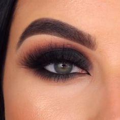 Smoke Eye Makeup, Makeup Eye Looks, Eye Makeup Steps, Eyebrow Makeup, Skin Makeup, Dark Eye Makeup, Makeup Looks For Brown Eyes, Eye Makeup For Hazel Eyes, Makeup Eyeshadow