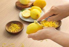 Limon başlı başına bir şifa kaynağıyken limon kabuğu mucizesi göz ardı edilmekte. Oysa atalarımız vitamini kabuğunda diye boşuna dememiş. Limon kabuğunu... - Zeynep Koç - Google+