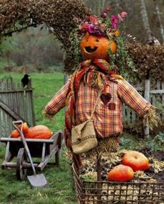 Love this pumpkin scarecrow! This will be my scarecrow goal next time. Holidays Halloween, Halloween Fun, Halloween Decorations, Fall Decorations, Halloween Pumpkins, Halloween Clothes, Halloween Season, Costume Halloween, Fall Pumpkins