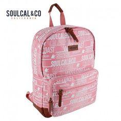 Perfecta para ir a clase o para ir al gimnasio esta mochila para chicas de Soul Cal & Co con motivos print de la marca en tejido satinado . #shopping #mochilas #complementos #gifts #ideaspararegalar #viaje #school #pink #soulcal