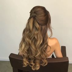 you wanna learn how to styling your own hair? Well, just visit our web site to seeing more amazing video tutorials!Do you wanna learn how to styling your own hair? Well, just visit our web site to seeing more amazing video tutorials! Prom Hairstyles For Long Hair, Homecoming Hairstyles, Bride Hairstyles, Easy Hairstyles, Hairstyle Ideas, Gorgeous Hairstyles, Hair Do For Prom, Homecoming Hair Down, Long Prom Hair