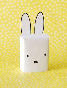 Leuk voor een traktatie op het kinderdagverblijf. Het welbekende konijntje! Download de gratis printa...