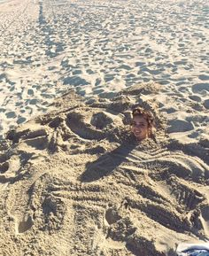 Vale Genta buried in the sand at the beach Vale Genta, Summer Bucket Lists, Beach Pictures, Chilling, Grand Canyon, Personality, Aesthetics, Bath, Journal