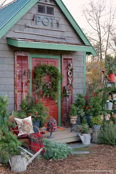 Adding Christmas Joy to the Potting Shed | homeiswheretheboatis.net #garden