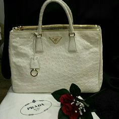 """100% AUTHENTIC PRADA EXECUTIVE STRUZZO PRADA Bag made of Ostrich with leather interior. Gold hardware. 2 zippered lg pockets and 1 small 15"""" wide 10"""" high 6"""" drop 6""""thick EXCELLENT CONDITION SO SOFT. SOME WEAR ON THE HANDLES AS SHOWN IN PIC 3 VERY HARD TO FIND IN WHITE ASK ANY QUESTIONS POSHMARK AUTHENTICATED Prada Bags Totes"""