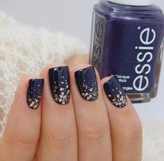 Make a fashionable mark on your essie manicure with the sparkling bronze glitter of 'summit of style'.