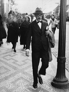 Fernando Pessoa (June 1888 - November was a Portuguese poet, writer, literary critic, translator, publisher and philosopher. He is described as being one of greatest poets in the Portuguese language. Michel De Montaigne, Portuguese Language, Writers And Poets, Book Writer, The Dreamers, Reading, People, Gentleman, Portuguese Lessons