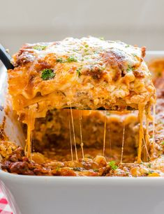 This EASY Lasagna Recipe is beefy, saucy and supremely flavorful. Homemade lasag… This EASY Lasagna Recipe is beefy, saucy and supremely flavorful. Homemade lasagna is better than any restaurant version and it feeds a crowd. Lasagna Recipe Videos, Easy Lasagna Recipe, Homemade Lasagna, Homemade Marinara, Lasagna Recipes, Lasagna Casserole, Slow Cooker Lasagna, Casserole Dishes, Casserole Recipes
