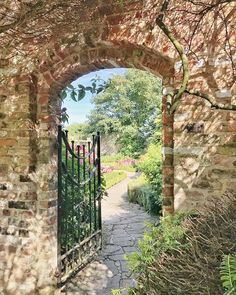 """Lucy Ledger az Instagramon: """"Some serious inspiration and a beautiful day in the @sewerbyhall walled gardens... Magic ✨ xx . . #flowersturk #rsa_nature #kings_flora…"""" Beautiful Day, Flora, Arch, Gardens, Outdoor Structures, Magic, Nature, Inspiration, Instagram"""