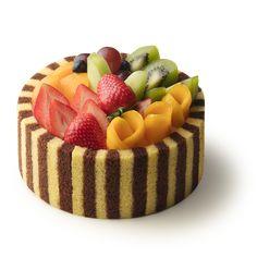 鮮果交響樂 Impressive Desserts, Fancy Desserts, Delicious Desserts, Chocolate Cake Designs, Chocolate Desserts, Fresh Fruit Cake, Cupcakes Decorados, Small Cake, Holiday Cakes