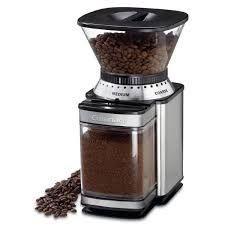 Moledor de café: Es una herramienta empleada en la cocina para moler los granos de café. Suele ser eléctrico y con diferentes funciones según el tamaño que se desee del café, desde polvo hasta pequeños trozos