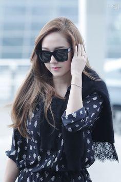 "jjongfanboy: ""jessica being her goddess self "" Taeyeon Jessica, Jessica & Krystal, Krystal Jung, South Korean Girls, Korean Girl Groups, Girls Generation Jessica, Jessica Jung Fashion, Airport Style, Airport Fashion"