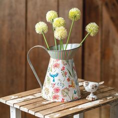 Country Farmhouse Style White Jug /& Embossed Cockerels Artificial Flower Display