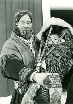 Mor med barn i komse. Mother and child in Finnmark, Norway. Photo by Preus Museum, 2012 Half The Sky, Folk Costume, My Heritage, People Of The World, Mothers Love, Mother And Child, Our Lady, Baby Wearing, Bunt