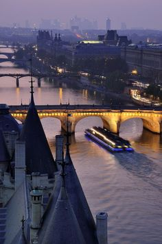 LE BATEAU MOUCHE GLIDES ALONG THÉ SEINE PASSING BY THE CONCIERGERIE WHERE MARIE ANTOINETTE AND HER CHILDREN WERE IMPRISONED BEFORE HER TRIAL AND EXECUTION.