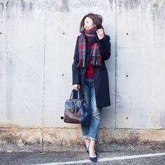 . 今日は寒かったのでマフラーをぐるぐる巻きに。 学生のときは「この巻き方がモテる!」と言われていたからやったものの、今や「寒いから」という理由で取り入れてます。 こんなところで年齢を実感した2016年の冬。 . #UNIQLO#ユニクロ#uniqloginza#zara #ウールカシミヤチェスターコート #ラムVネックセーター #fashion#coordinate#outfit#ootd#JAPAN