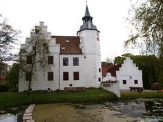 Articles about Rydhave Slots Ungdomsskole in 2008 mentions drug use. In 2009 the school was mentioned in an article about the high number of students dropping out of boarding schools before time. Denmark, Castles, Slot, Mansions, Boarding Schools, Country, House Styles, Places, Students
