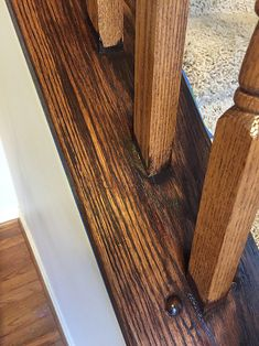 I finally tackled those outdated ugly orange oak stair banisters! What a difference it makes, right? It really is very easy to do, and it. Modern Stair Railing, Stair Banister, Iron Stair Railing, Modern Stairs, Banisters, Bannister Ideas Painted, Painted Stairs, Banister Ideas, Staircase Ideas