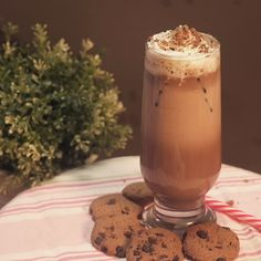 Cookies is one of a favorite afternoon snack, yet it won't be complete without a suitable drink. Drink Menu, Dessert Drinks, Dessert Recipes, Desserts, Food N, Diy Food, Food And Drink, Complete Recipe, Indonesian Food