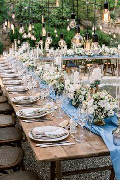 wedding dinner, flowers and bulb, wedding in tuscany, tuscan wedding, tuscan wedding flowers Tuscan Wedding, Wedding Dinner, Party Set, Wedding Story, Tuscany, Tablescapes, Destination Wedding, Wedding Flowers, Wedding Decorations