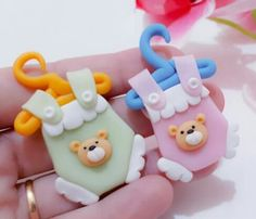 Ďoces para bebê Polymer Clay Dolls, Polymer Clay Miniatures, Polymer Clay Creations, Polymer Clay Crafts, Diy Clay, Stork Baby Showers, Baby Shower Cakes, Clay Magnets, Rose Crafts