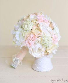 Braut Strauß klassische Weiße Creme Rosa von braggingbags auf Etsy