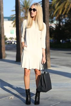 1. Choose a ladylike dress in a loose and comfortable cut.