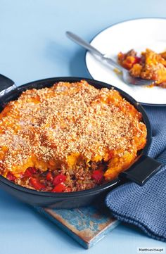 Mit tollem Sesam-Topping, das für nussigen Biss sorgt: die Low-Carb-Antwort auf Shepherd's Pie mit nur 8 g Kohlenhydraten p.P.