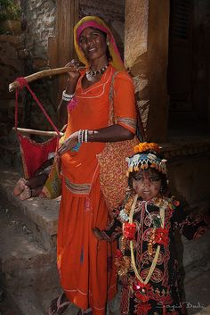 Gypsy woman and her child, Rajasthan