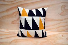 Geometric cushion cover triangles // black, white, mustard // 40x40 cm // 16 x 16 inch