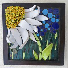 """""""Daisy Patch"""" flower Mosaic by Nikki Murray-Mason Mosaic Pots, Mosaic Diy, Mosaic Garden, Mosaic Crafts, Mosaic Projects, Stained Glass Projects, Mosaic Glass, Mosaic Tiles, Glass Art"""