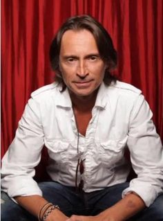 Robert Carlyle.... okay so he's a little old for me but there's something about him that is so attractive ;)