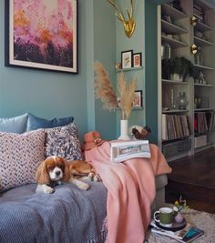 How to add colour into your home using art. Dix Blue by Farrow and Ball. Blue Rooms, Blue Walls, Blue Living Room Walls, Blue And Pink Living Room, Farrow And Ball Living Room, Dix Blue Farrow And Ball, Living Room Interior, Home Living Room, Interior Livingroom