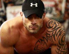 Muscle Jock of the Day Look At You, How To Look Better, Mundo Tattoo, Ta Moko Tattoo, Black Dagger Brotherhood, Hommes Sexy, Raining Men, Good Looking Men, Man Crush
