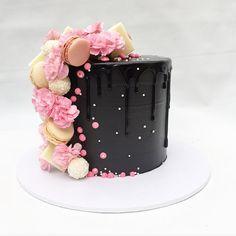 "4,380 Me gusta, 35 comentarios - Sweet Layers (@sweetlayers_) en Instagram: ""Pink & Black 💖🖤 #sweetlayers_ #sweetlayers #cake #sydney #sydneycakes #sydneydessert #pink #black…"""