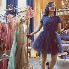 Evie Evie Descendants, Disney Channel Descendants, Sofia Carson, Cameron Boyce, Evie Costume, Dianne Doan, Mal And Evie, Disney Decendants, Dove Cameron