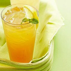Ingredients      4 cups water     3 inches fresh ginger, thinly sliced     1/4 cup loose-leaf Darjeeling tea or other loose-leaf black tea     1/2 of a 12-ounce can (3/4 cup) frozen lemonade concentrate, thawed     1/3 cup honey     Ice cubes or crushed ice     Lemon slices or thin lemon wedges     Vodka, gin or bourbon (optional)