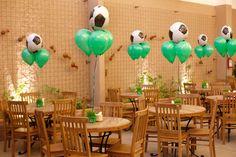 Decoração de mesa para convidados em festa com tema Futebol - Pedro Gissoni - 7 anos
