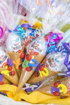 Mit dieser Bastelidee zum ersten Schultag vergeht die Wartezeit im Flug With this craft idea for the first day of school, the waiting time in flight passes These mini school bags are made easily and quickly Kids Crafts, Fall Crafts For Kids, Diy For Kids, Diy And Crafts, Party Crafts, Summer Crafts, Easter Crafts, Christmas Crafts, Modern Crafts