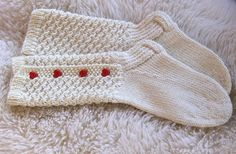 Instructions (in finnish) for a lovely knitting pattern Crochet Socks, Knitting Socks, Knit Crochet, Slipper Socks, Slippers, Cable Knitting Patterns, Knitting Ideas, Boot Cuffs, Crochet Chart