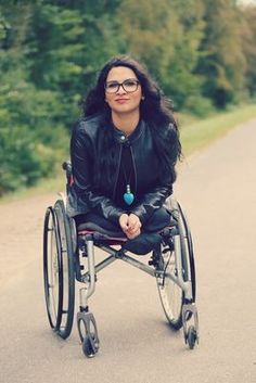 dak amputee girl in wheelchair