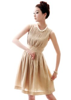 So elegant and classy, love this dress!